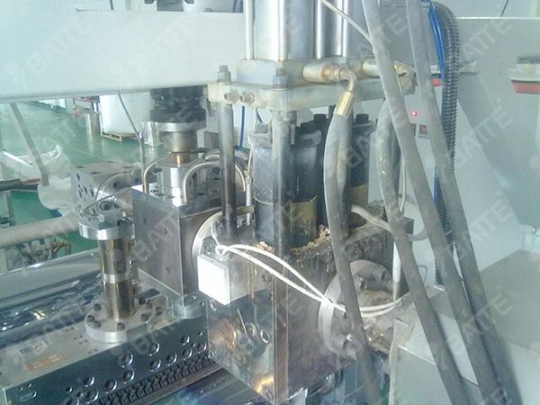 PET片材用熔体泵和双柱换网器安装现场